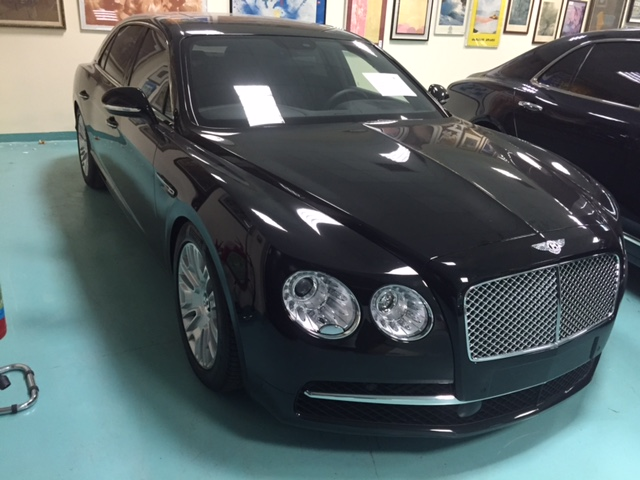 Autovettura Bentley Continental Flying Spur W12...