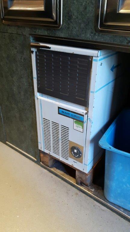 macchina per  ghiaccio - Eiswürfelmaschine