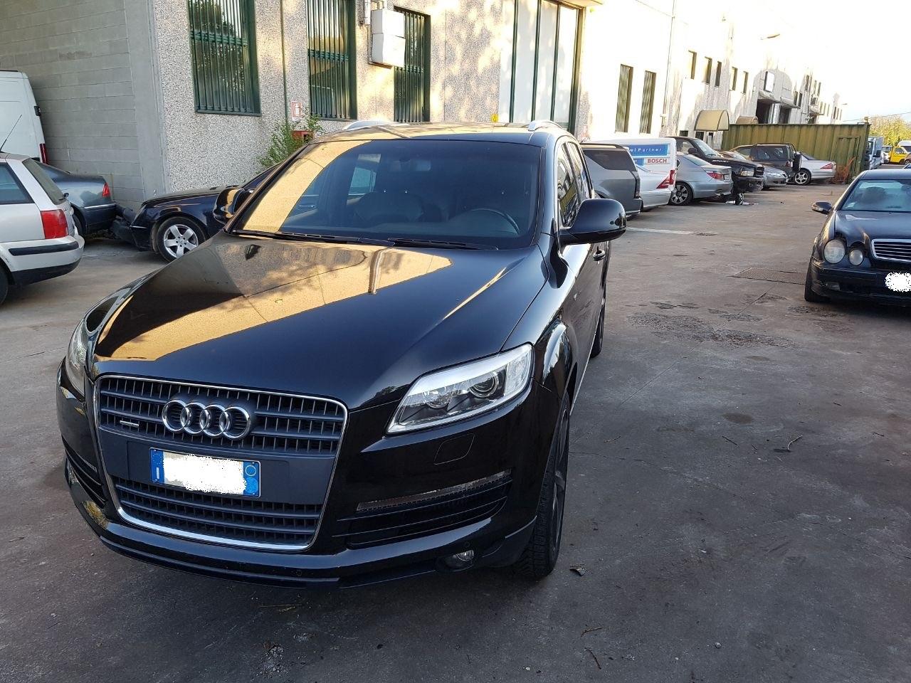 Autovettura Audi Q7 3.0D