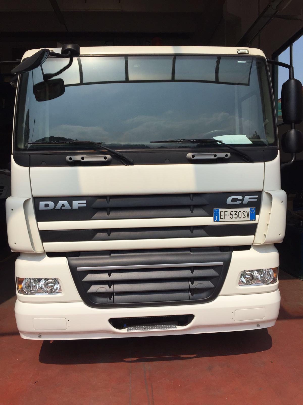 Autocarro DAF adibito alla pulizia di pozzi ner...