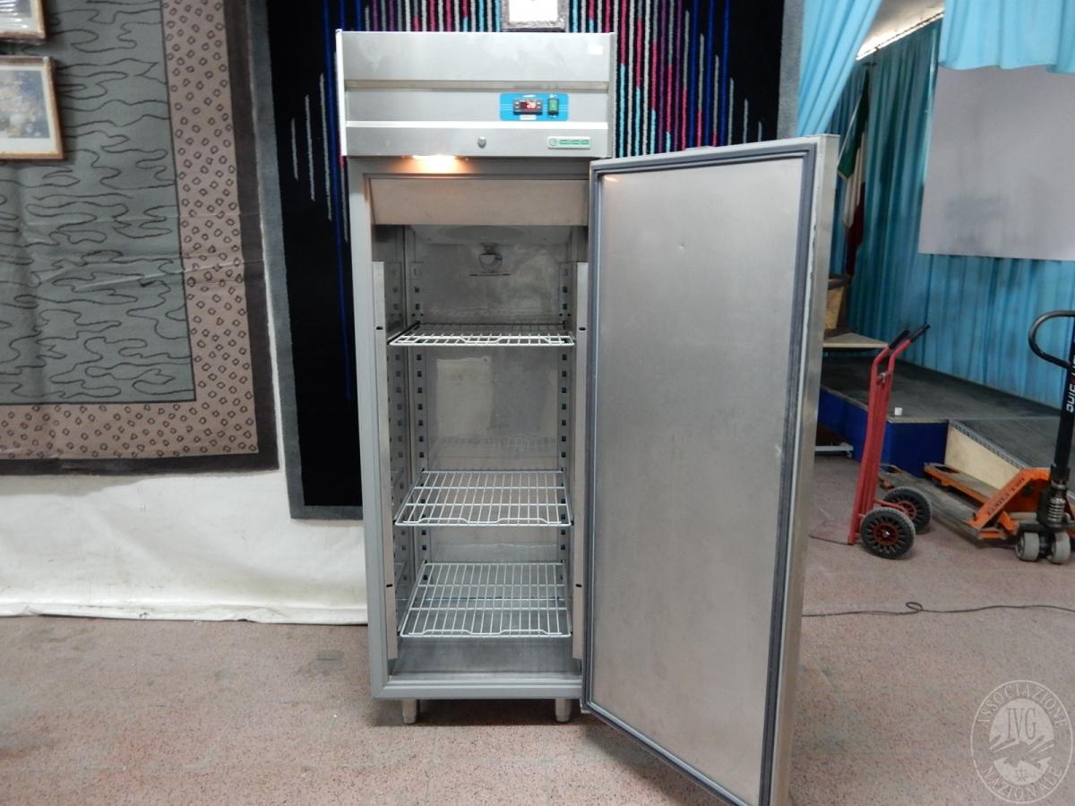 Rif. 16) Congelatore a colonna marca
