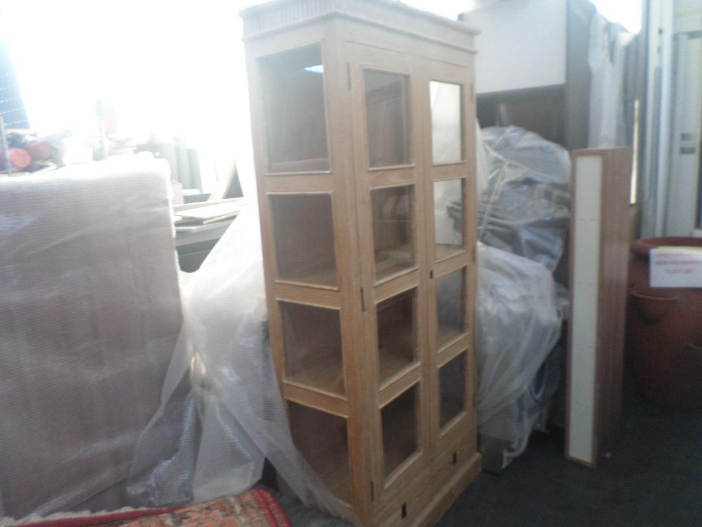 Parti di cucina componibile, vetrina, specchio ed altro mobilio