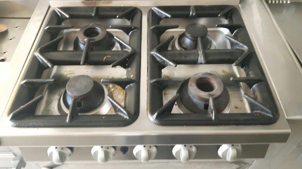 Cucina professionale / Küche bestehend