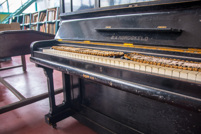 PEZZI D'ANTIQUARIATO - CASSAPANCA, PIANOFORTE, ...