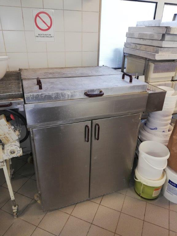friggitrice, planetaria, armadio inox, tavolo i...