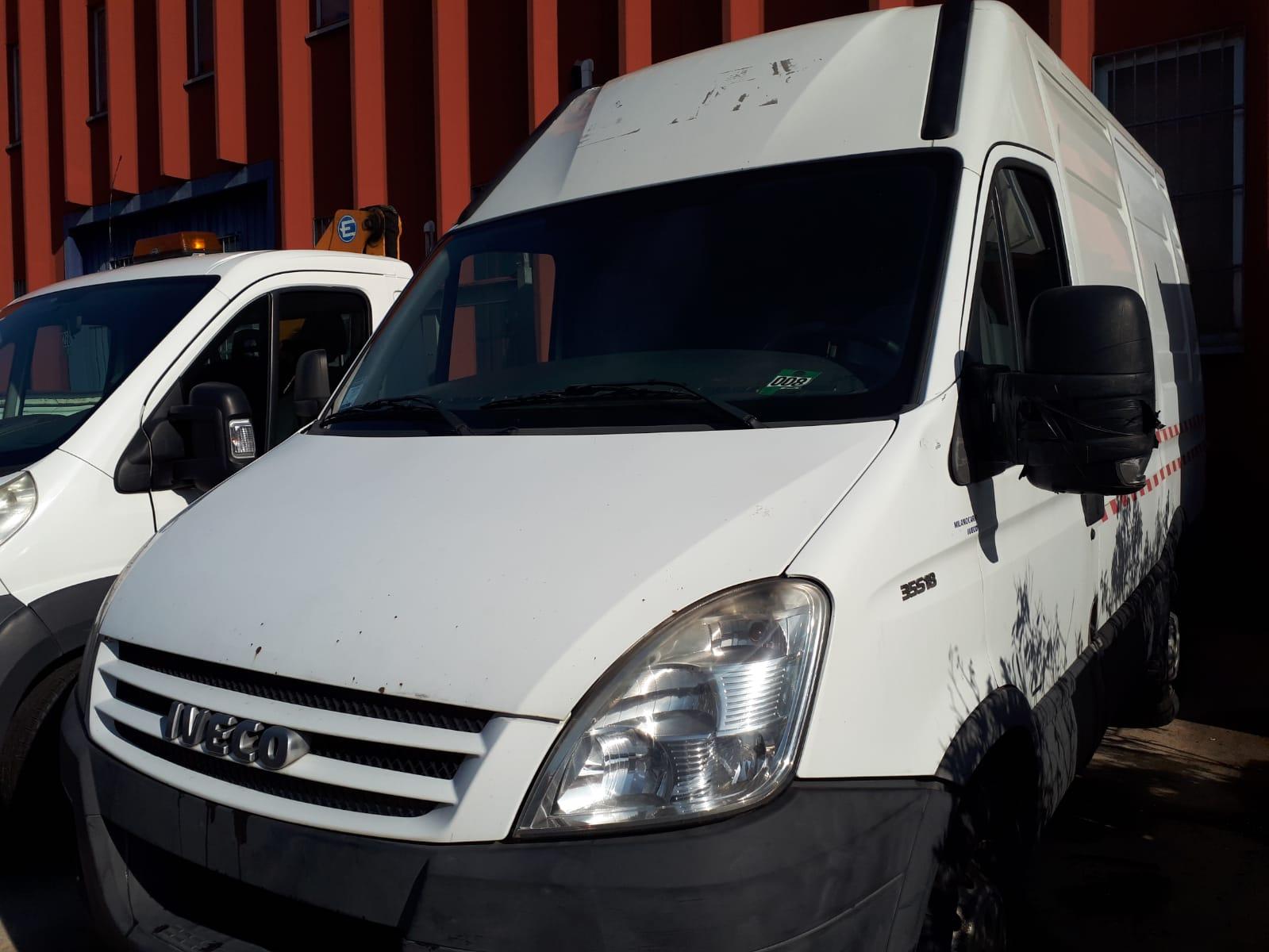Autocarro Iveco Daily 35/S/E4, furgonato targat...