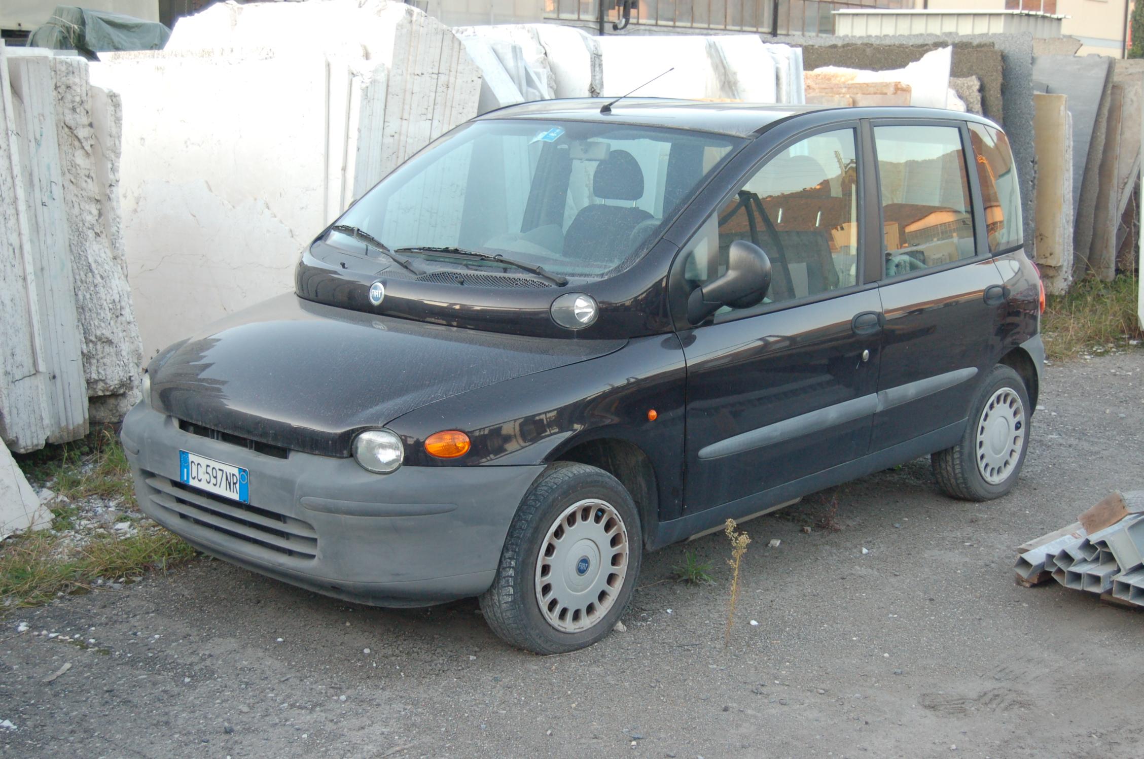 Autovettura FIAT Multipla.
